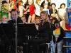 Querflötenspieler begleiten das Musical