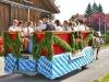 Jugend auf Festwagen beim Leonhardi-Umzug