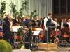 Dirigent Konrad Sepp und Schüler der Sigoho-Marchwart-Grundschule bei Aufführung von Karneval der Tiere