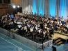 Wegen schlechten Wetters spielt das Orchester in der Mehrzweckhalle