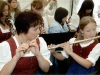 Mädchen und Frau mit Querflöten bei Auftritt am Tag der Blasmusik
