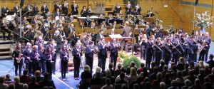 Gemeinsame Zugabe des Großen und des Symphonischen Blasorchesters beim Frühjahrskonzert 2015