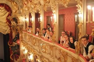 Gespannte Erwartung im Cuvilliés-Theater