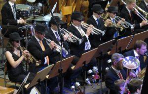"Blues Brothers-Trompeter. Trompeter des Großen Blasorchesters bei ""Think"""