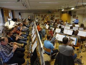 Platznot bei einer Probe des Symphonischen Blasorchesters