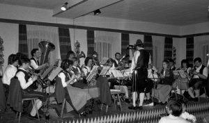 """Frühjahrskonzert 1988 im Saal des """"Alten Wirt"""" in Höhenkirchen"""
